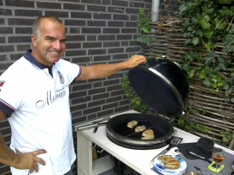 Rookgordijn avonturen rond de barbecue for Bbq tafel maken